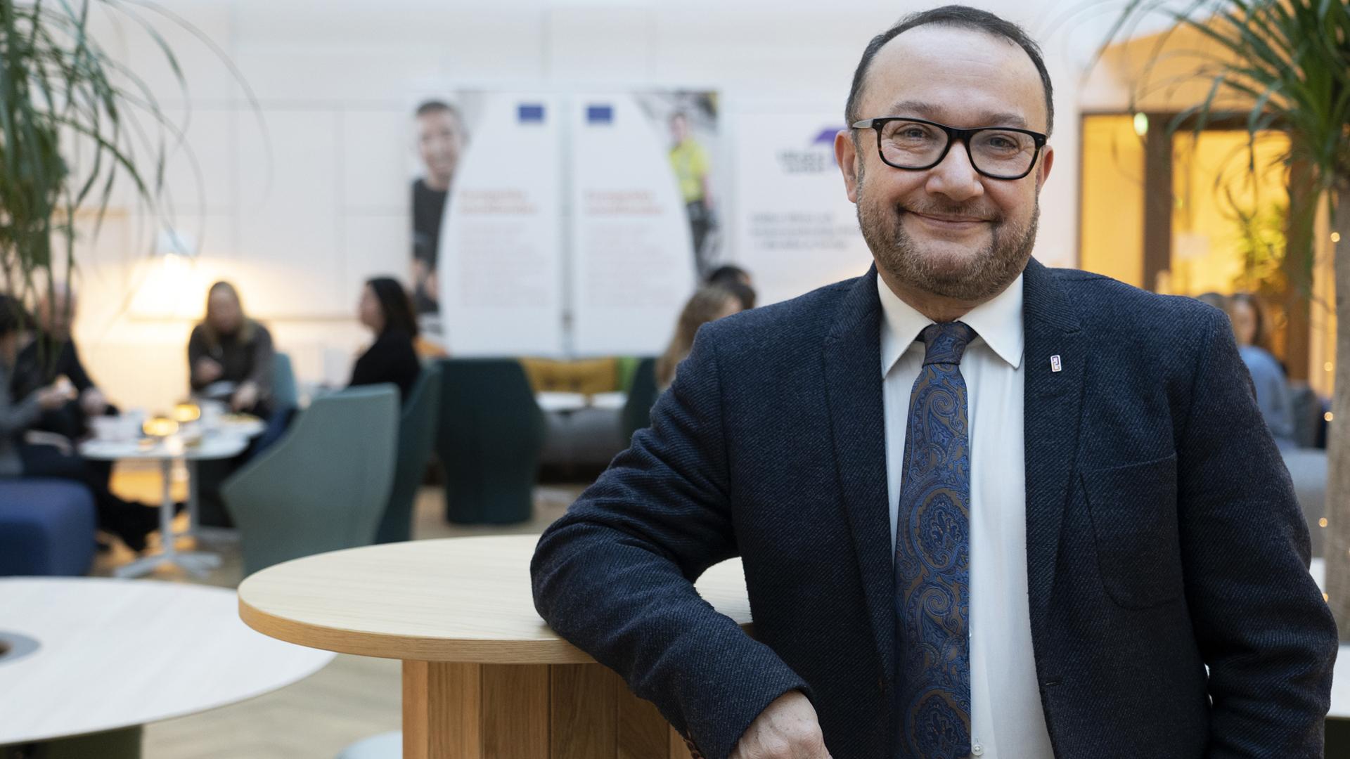 Nader Ahmadi, generaldirektör