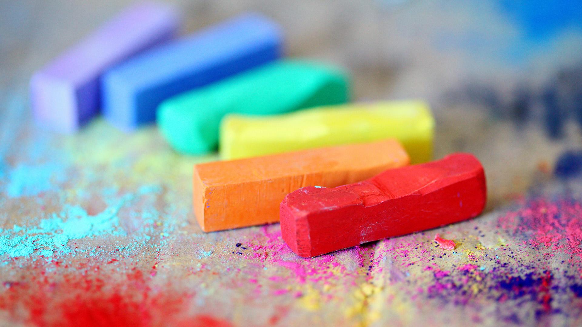 Kritor i regnbågens alla färger